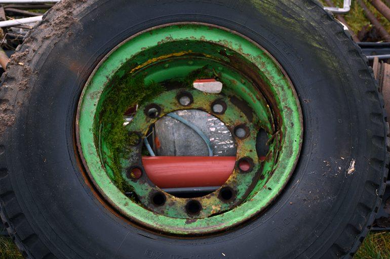 Städa en gård - ett däck